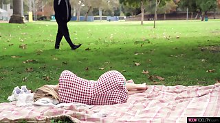 Teen babe Anastasia Knight loves to swallow strangers cum in the park