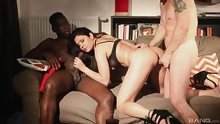 Interracial MMF hardcore threesome with Mariskax getting comfortless