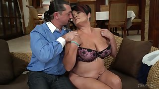 Short haired plump mature housewife Dolly Bee is fucked doggy well