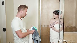 Pale skinned buyer Amilia Onyx takes a shower before a passionate sex on the massage table