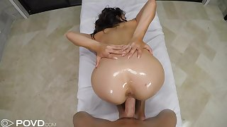 Oiled Sofie Reyez makes love with rub-down the luckiest masseur
