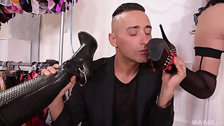 Foot talisman threesome with Coco de Mal and Linda Leclair around high heels