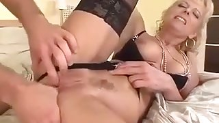 Mom awaiting for a lover - hardcore porn video
