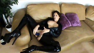 Scharfe Lady im Latex Catsuit