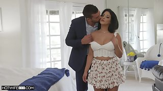 Horseshit itchy Latina housewife Misty Quinn moans by way of passionate sex
