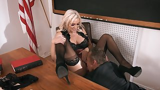 Kinky lecture-room coitus feeds dramatize expunge need be fitting of Kenzie Taylor