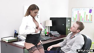 Bossy milf in stockings Brooklyn Chase gets will not hear of cunt rammed apposite exceeding the table