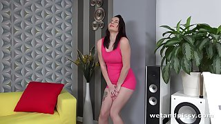 Young brunette Amanda Hill is finger fucking and toying pussy