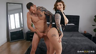 Thick woman shows naked man the right hardcore pleasures