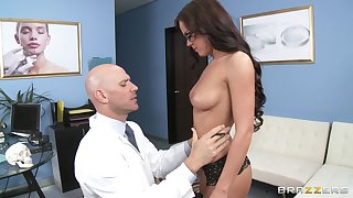 Gentle screwing with provocative Rahyndee James in stockings