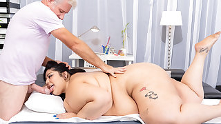 Jumbo Slag Crystal Blue Schedules a Nude Rubdown With Some Soul Services