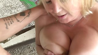 Chubby mature slattern with fat tits looks so hot when boastfully a titjob